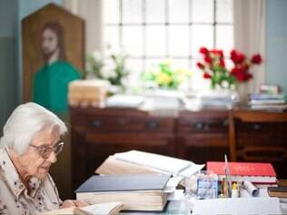 Escrivaninha lotada: na linha de frente da canonização o trabalho não termina nunca