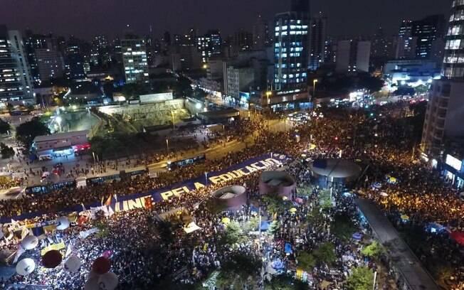 Concentração de manifestantes no Largo da Batata, em São Paulo