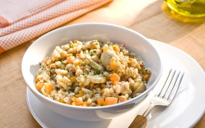 Foto da receita Risoto de cevadinha com cogumelos e salsinha pronta.