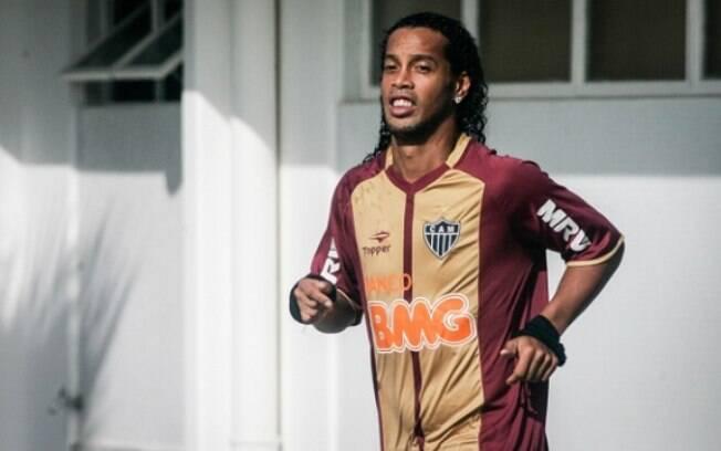 Ronaldinho ficou de fora do treino tático e  foi substituído por Tardelli