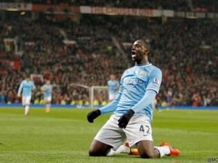 Yaya Touré comemora gol que deu números finais ao clássico de Manchester