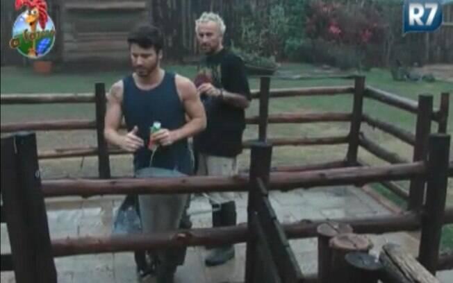 Gui Pádua e Marlon temem pela reação de Joana ao encontrar a caixa de roupas com xixi