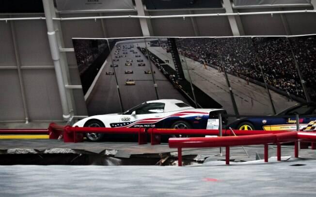 Buraco de 12 metros de diâmetro, informou o museu