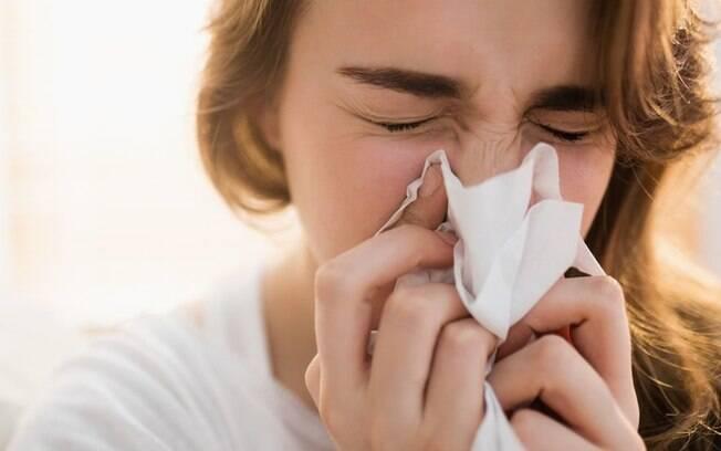 Coronavírus: dor de cabeça e corrimento nasal são sintomas associados à variante Delta
