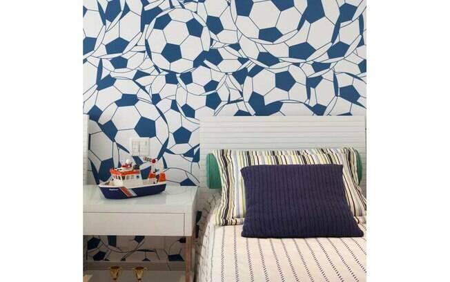 Usar papel de parede temático é alternativa para conferir mais personalidade ao quarto das crianças. Projeto de Marcelo Rosset