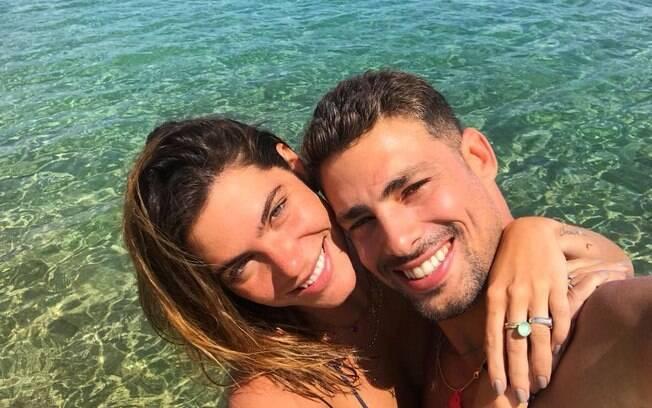 Solteiro, Chay Suede está curtindo as fotos de Mariana Goldfarb, ex-namorada de Cauã Reymond