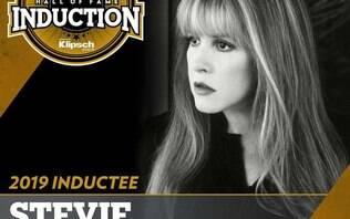 Stevie Nicks quebra recorde ao entrar pela segunda vez no Hall da Fama