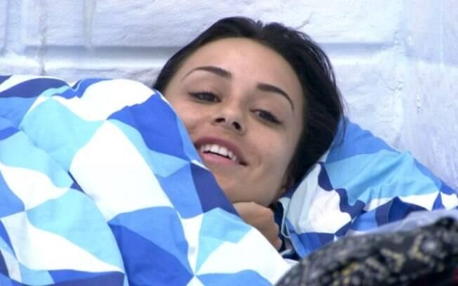 Letícia cogita ir para debaixo do edredom com Junior