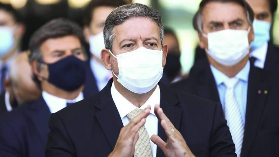 Lira atende Bolsonaro e apresenta PEC para mudar ICMS de combustíveis