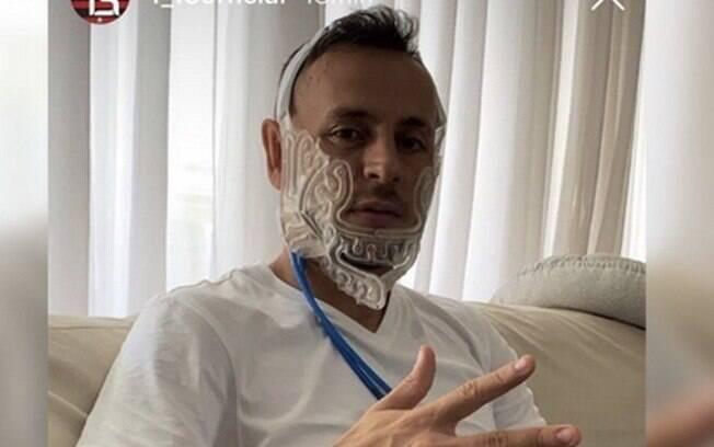 Máscara de gelo%3A entenda o equipamento usado para tratar Rafinha%2C lateral do Flamengo