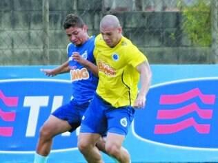 Faro de gol. Forte marcador, o volante Nilton também aparece com destaque no ataque e já marcou dois gols no Brasileirão deste ano