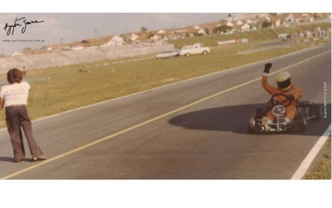 """O website Ayrton Senna mostra a carreira do piloto que começou no kart, onde era conhecido com o piloto """"42"""