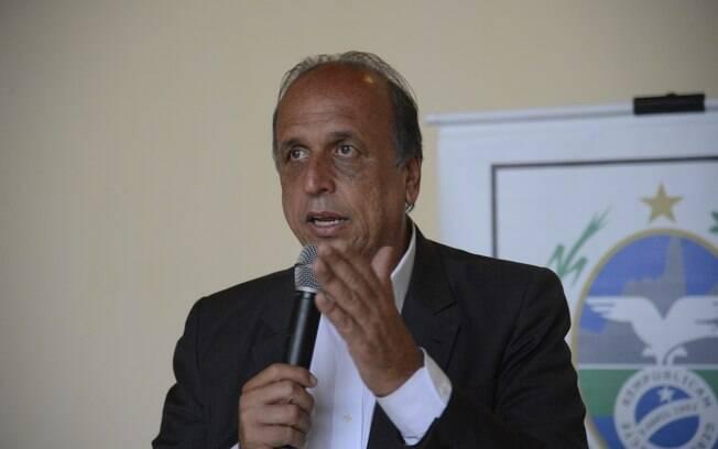 Segundo Luiz Fernando Pezão, governador do Rio de Janeiro, salários de servidores serão normalizados em breve
