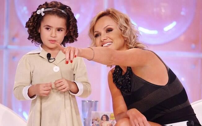 A pequena Maisa, com a apresentadora Eliana