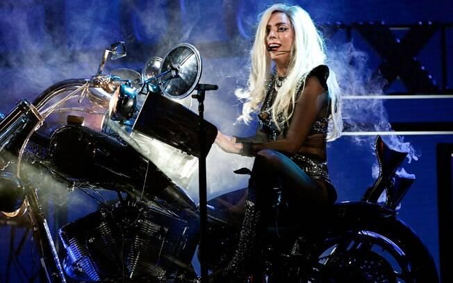 Lady gaga em sua apresentação no iHeartRadio Musical