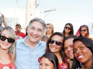 Fernando Pimentel fez caminhada de campanha em Pedro Leopoldo e Matozinhos
