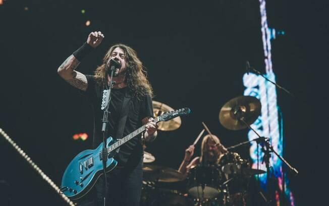 Foo Fighters mostra fôlego renovado em show impecável em São Paulo na terça-feira (27)