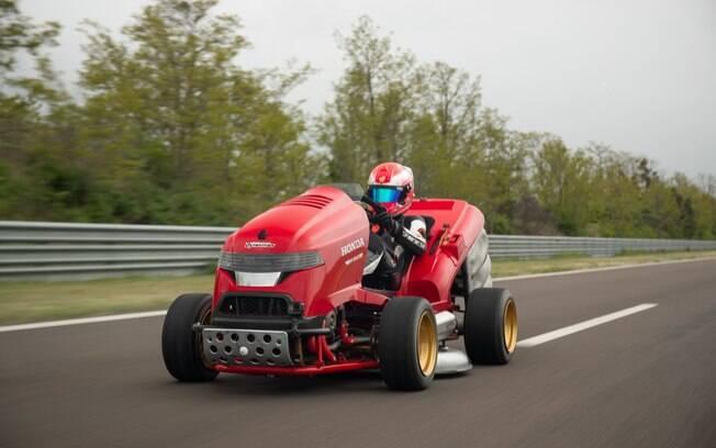 Cortador de grama da Honda vem com motor V2 de 200 cv da CBR 1000RR Fireblade
