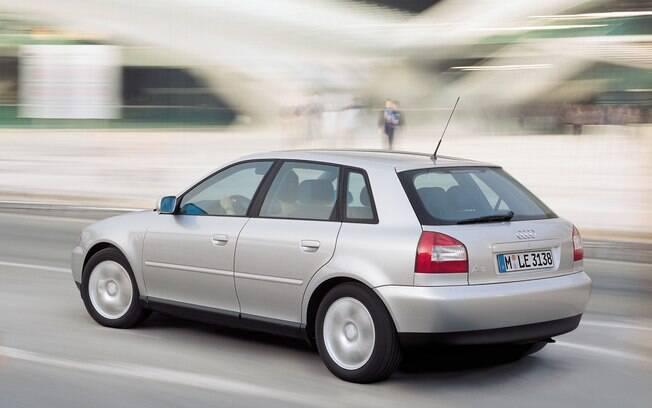 Audi A3 foi fabricado no Brasil e vinha com câmbio automático com trocas no volante, uma inovação há 20 anos