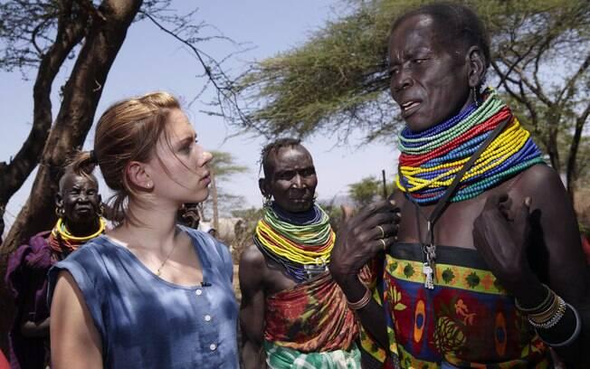 Scarlett Johansson em Turkana, noroeste do Quênia, uma das regiões mais afetadas com a seca