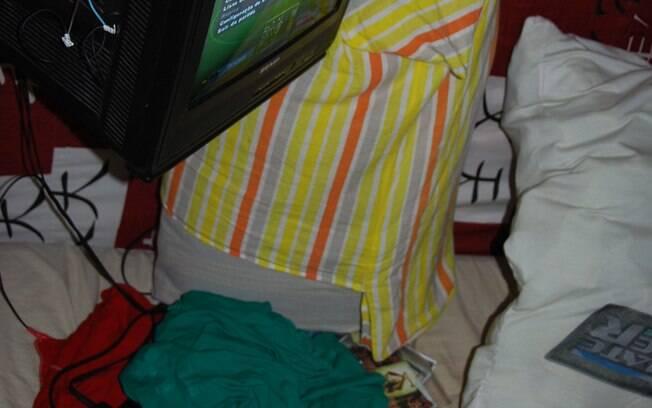 Aparelho de TV e videogame Playstation 2 dentro de cela de Pedrinhas