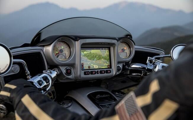 O Ride Command, tecnologia exclusiva da marca, se destaca pela tela colorida de 7 polegadas