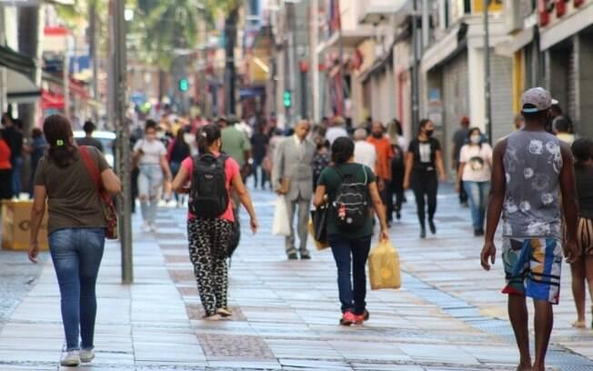 São Paulo anuncia fase de transição, reabre comércio e permite cultos