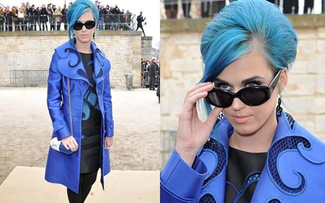 Katy Perry combinou novamente a cor da roupa com a do cabelo