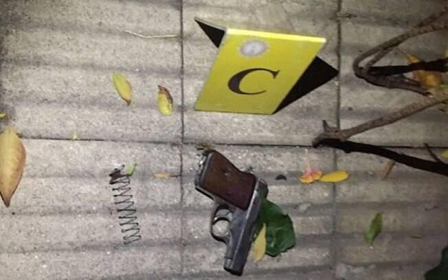 Na trova de tiros, uma das balas atingiu a virilha do turista brasileiro Julio César De Medeiros, de 53 anos.
