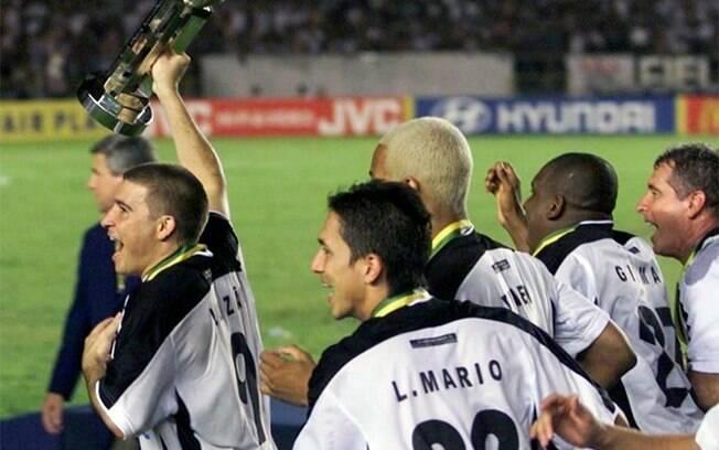 Luizão celebra o título mundial pelo Corinthians em 2000