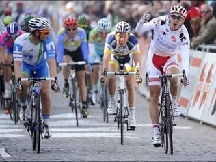 Kristoff foi seguido de perto pelo australiano Heinrich Haussler, segundo colocado, e pelo eslovaco Peter Sagan