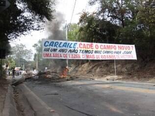 Moradores fecharam a avenida por horas para chamar a atenção das autoridades