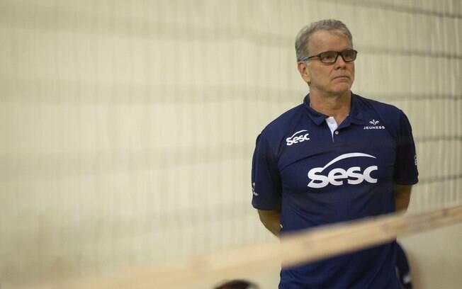 Bernardinho foi acusado de transfobia durante partida entre Sesc-RJ (time que treina) e o Sesi/Bauru
