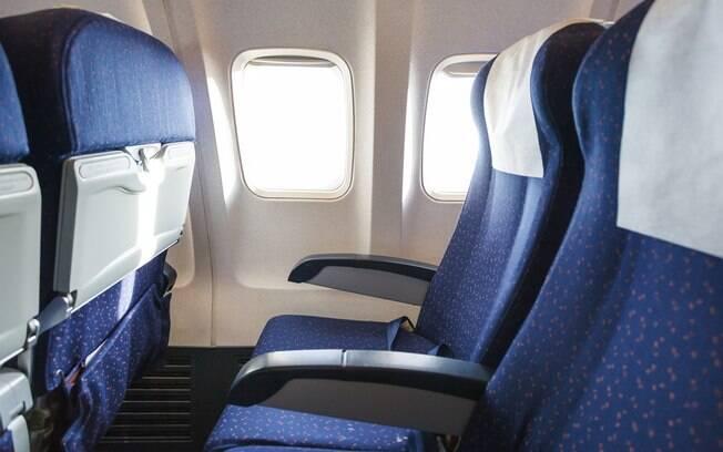 O encosto da cabeça foi eleito como o lugar mais sujo dentro de um avião; em segundo lugar, o bolso das poltronas