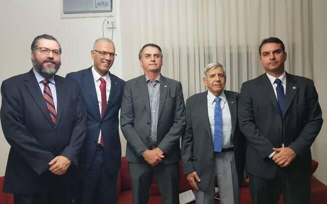 Pela segunda vez desde que foi eleito, Jair Bolsonaro se reuniu com o embaixador de Israel, Yossi Shelley
