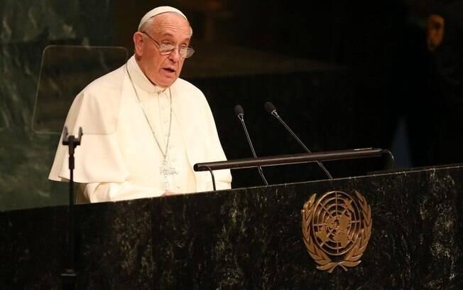 Papa Francisco diz que é preciso aumentar o espaço da mulher na sociedade e ressaltou seu papel como
