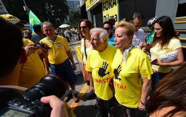 Juca Chaves e esposa em manifestação contra Dilma em São Paulo