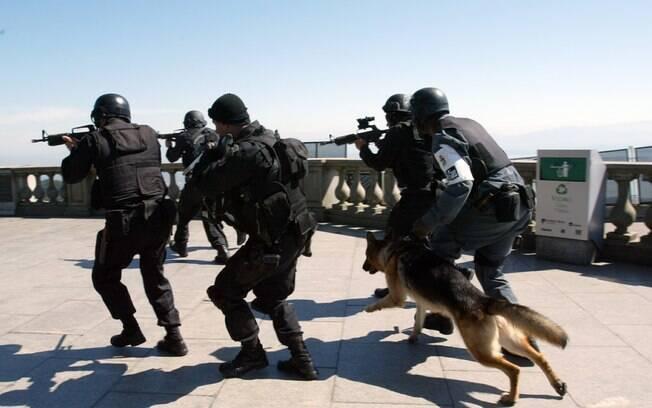 Agentes da PF durante treinamento; perseguição transfronteiriça passa a ser aceita no Mercosul