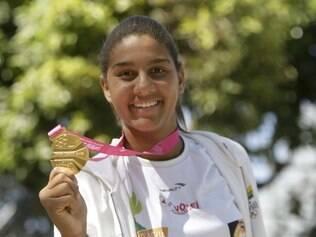 Ana Patrícia foi descoberta aos 15 anos no handebol, migrou para o vôlei e foi morar longe dos pais pela primeira vez