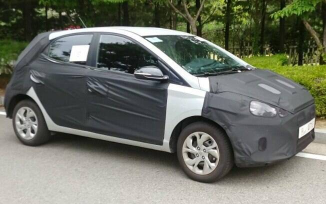 Modelo já circula camuflado nas ruas coreanas. O Hyundai HB20S seguirá a mesma linha do sedã