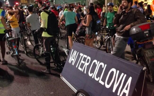 Manifestantes em protesto na Avenida Paulista, nesta sexta-feira: decisão transformou ato em festa