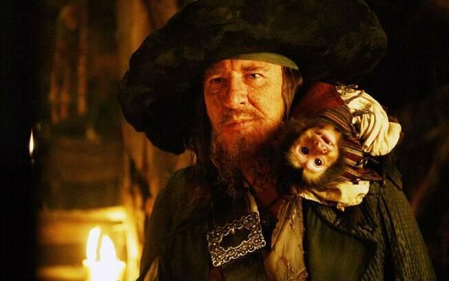 Inimigos declarados, Hector Barbossa e Jack Sparrow duelam pela liderança da embarcação Pérola Negra em ''Piratas do Caribe''