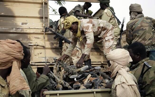 Soldados do Chade e do Níger têm precisado enfrentar extremistas que se protegem com civis