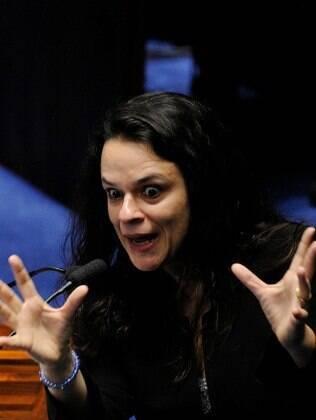 Janaina Paschoal durante julgamento do impeachment: