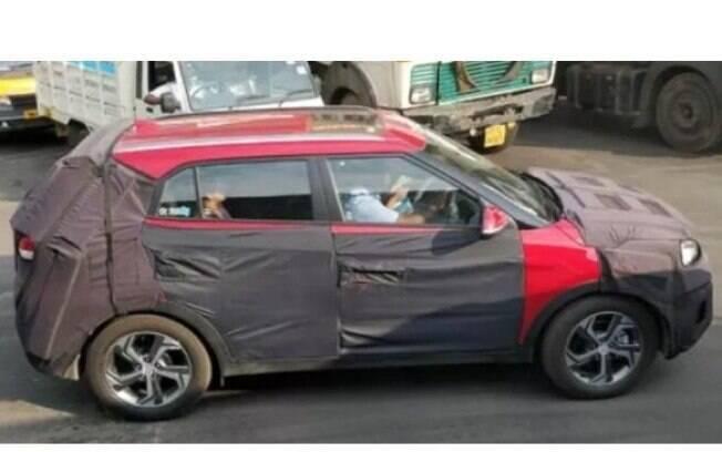 Hyundai Creta flagrado atrás de disfarces, mas com o novo teto solar e novo jogo de rodas à mostra