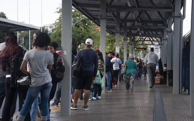 Por conta da greve dos caminhoneiros, a linha 6000-10 estava com uma fila anormal no sábado (26).