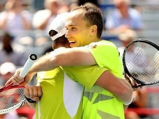 Soares e Peya comemoram a vitória na estreia em Cincinnati