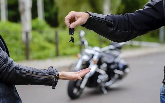 Confira o que saber e lembrar na hora da venda das motos seminovas, sem ficar no vermelho com a venda