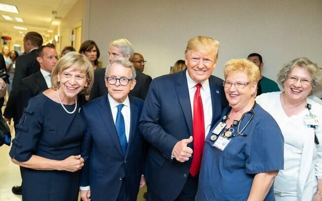 Donald Trump visitou Hospital Miami Valley Hospital, em Dayton, Ohio, onde atirador matou nove pessoas a tiros