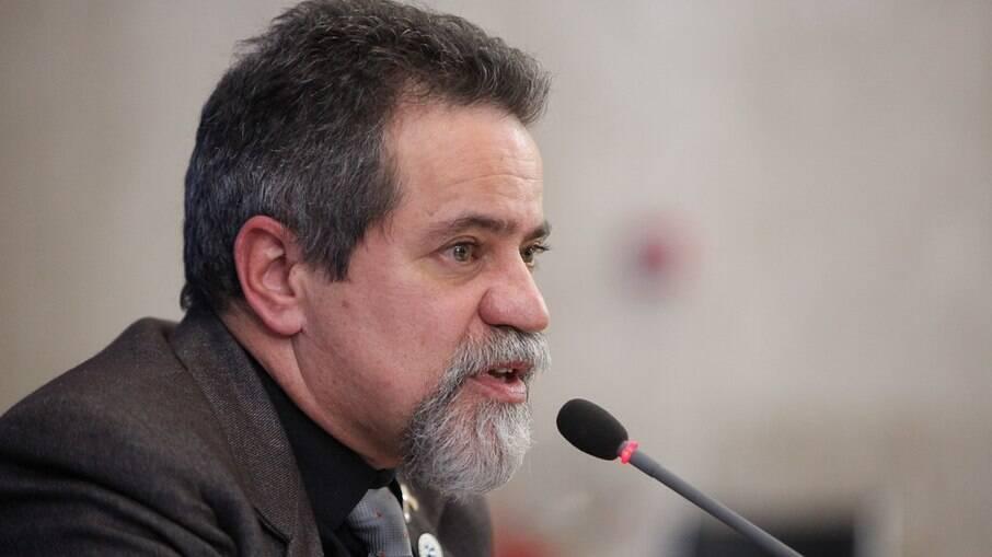 Eecretário-executivo do Ministério da Saúde, Elcio Franco, acusa farmacêuticas de
